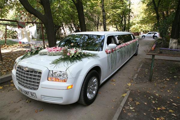 Аренда свадебного лимузина Крайслер C300 в Черкассах