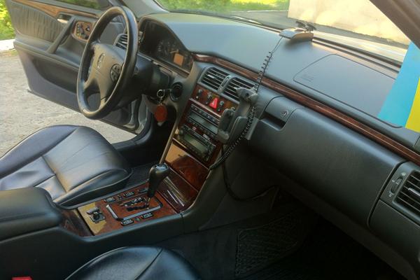 Аренда авто Мерседес E270 в Черкассах